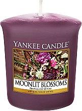 Парфюми, Парфюмерия, козметика Ароматна свещ - Yankee Candle Moonlit Blossoms