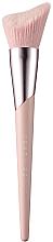 Парфюмерия и Козметика Четка за контуриране - Fenty Beauty Cheek-Hugging Highlight Brush 120