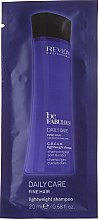 Парфюми, Парфюмерия, козметика Почистващ шампоан за обемна коса (мостра) - Revlon Professional Be Fabulous Daily Care Fine Hair Lightweight Shampoo
