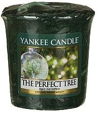 Парфюмерия и Козметика Ароматна свещ - Yankee Candle The Perfect Tree