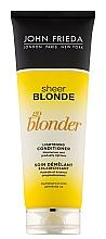 "Парфюмерия и Козметика Изсветляващ балсам ""Стани по-светла"" - John Frieda Sheer Blonde Soin Demelant Eclaircissante Go Blonder"