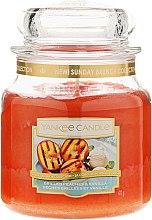 Парфюмерия и Козметика Ароматна свещ в бурканче - Yankee Candle Grilled Peaches & Vanilla