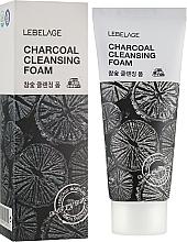 Парфюмерия и Козметика Почистваща пяна за лице с активен въглен - Lebelage Charcoal Cleansing Foam