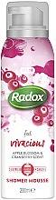 Парфюми, Парфюмерия, козметика Мус за душ и бръснене - Radox Feel Vivacious Apple Blossom & Cranberry Shower Mousse