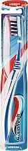 Парфюмерия и Козметика Четка за зъби със средна твърдост - Aquafresh Clean Deep Medium