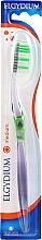 """Парфюмерия и Козметика Четка за зъби """"Интерактив"""" средна твърдост, зелена - Elgydium Inter-Active Medium Toothbrush"""