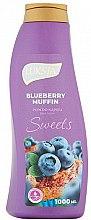 """Парфюмерия и Козметика Пяна за вана """"Мъфин с боровинки"""" - Luksja Sweets Blueberry Muffin Bath Foam"""