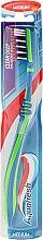 Парфюмерия и Козметика Четка за зъби, средна твърдост, зелено-синя - Aquafresh Clean Deep Medium