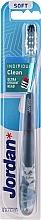 Парфюмерия и Козметика Мека четка за зъби с капачка, синя - Jordan Individual Clean Soft