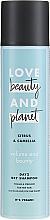 Парфюмерия и Козметика Сух шампоан за тънка коса с аромат на цитрус и камелия - Love Beauty And Planet Citrus & Camellia Dry Shampoo