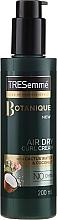 Парфюмерия и Козметика Стилизиращ крем за къдрава коса - Tresemme Botanique Air Dry Curl Cream