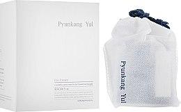 Парфюми, Парфюмерия, козметика Подхранващ и възстановяващ крем за околоочния контур с есктракт от астрагал и натурални масла - Pyunkang Yul Eye Cream