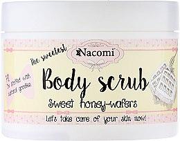 Парфюми, Парфюмерия, козметика Пилинг-скраб за тяло с аромат на сладки медени гофрети - Nacomi Body Scrub Sweet Honey Wafers