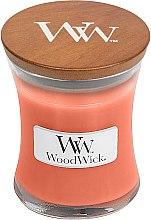 Парфюмерия и Козметика Ароматна свещ в бурканче - WoodWick Tamarind & Stonefruit Candle