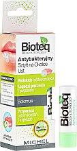 Парфюмерия и Козметика Антибактериален балсам за устни - Bioteq Antibacterial Stick