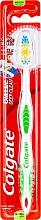 """Парфюмерия и Козметика Четка за зъби със средна твърдост """"Classic"""", зелена - Colgate Classic Deep Clean"""