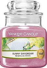 Парфюмерия и Козметика Ароматна свещ - Yankee Candle Sunny Daydream