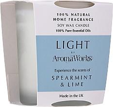 """Парфюмерия и Козметика Ароматна соева свещ """"Мента и лайм"""" - AromaWorks Light Range Spearmint & Lime Candle"""