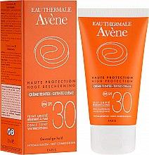 Парфюми, Парфюмерия, козметика Слънцезащитен крем с тониращ ефект - Avene Haute Protection Tinted Creme SPF30