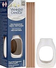 Парфюмерия и Козметика Арома дифузер - Yankee Candle Fluffy Towels Pre-Fragranced Reed Diffuser