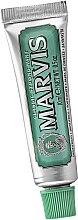 Парфюмерия и Козметика Паста за зъби - Marvis Classic Strong Mint (мини)