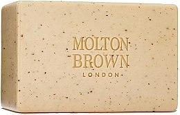 Парфюмерия и Козметика Molton Brown Re-Charge Black Pepper - Твърд скраб за тяло с черен пипер