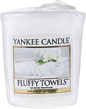 Парфюми, Парфюмерия, козметика Ароматна свещ - Yankee Candle Scented Votive Fluffy Towels