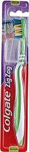 """Парфюмерия и Козметика Четка за зъби """"Зигзаг плюс"""" средна твърдост №2, зелена - Colgate Zig Zag Plus Medium Toothbrush"""