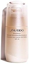 Парфюмерия и Козметика Дневна защитна емулсия против стареене - Shiseido Benefiance Wrinkle Smoothing Day Emulsion SPF 20