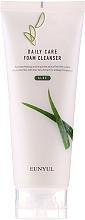Парфюмерия и Козметика Омекотяваща и почистваща пяна за лице с алое - Eunyul Daily Care Aloe Foam Cleanser