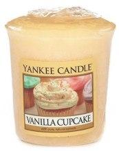 Парфюмерия и Козметика Ароматна свещ - Yankee Candle Vanilla Cupcake