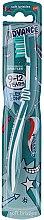 Парфюмерия и Козметика Детска четка за зъби, 9-12 год, бяло със синьо - Aquafresh Advance Soft Bristles