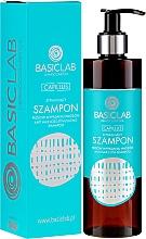 Парфюмерия и Козметика Шампоан за коса против косопад - BasicLab Dermocosmetics Capillus Anti Hair Loss Stimulating Shampoo