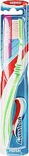 Парфюмерия и Козметика Четка за зъби със средна твърдост, зелена - Aquafresh Interdental