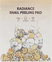 Парфюмерия и Козметика Двустранна пилинг-кърпичка със секрет от охлюв - SeaNtree Radiance Snail Peeling Pad