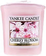 """Парфюми, Парфюмерия, козметика Ароматна свещ """"Цъфтяща вишна"""" - Yankee Candle Scented Votive Cherry Blossom"""