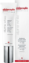 Парфюми, Парфюмерия, козметика Изсветляващ и защитен крем за лице - Skincode Essentials Alpine White Brightening Protective Shield SPF50 PA+++