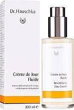 Парфюмерия и Козметика Овлажняващ дневен крем за лице - Dr. Hauschka Revitalizing Day Cream